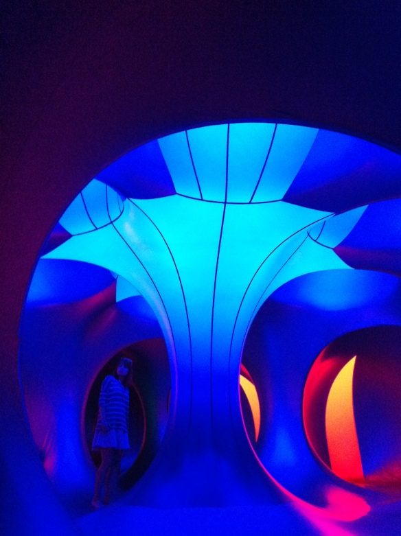 Luminarium blue